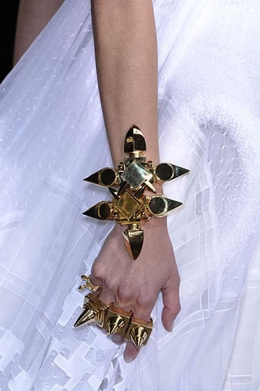 Givenchy-couture-runway-fall09-deta