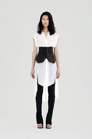 A Wang waist cincher